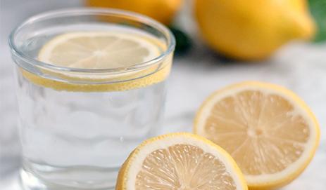 Water met citroen