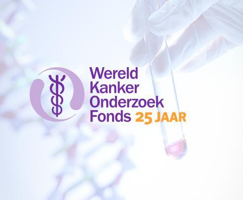 Logo WKOF met 25 jaar op beeld van lab