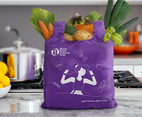 Paarse boodschappentast met illustratie en logo van het Wereld Kanker Onderzoek Fonds